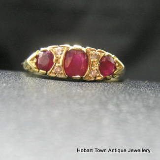 A Quality Ruby & Diamond Vintage 18ct Gold Ring