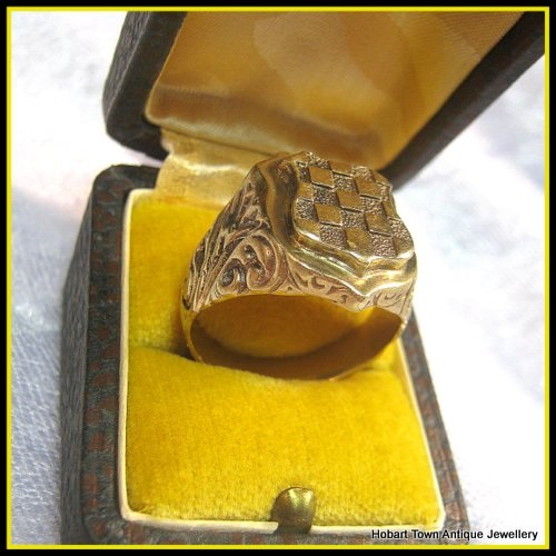 Antique - Vintage Mens Heraldic Sheild Shape Signet Ring